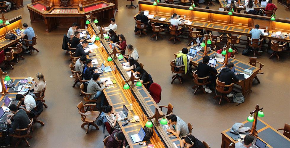 m - Kosten der Bildung: Wie können Sie Ihr Kind auf die schwindelerregenden Kosten des College vorbereiten?